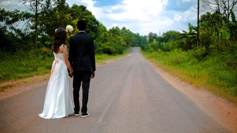 婚活サイトで平日休みの相手を探す